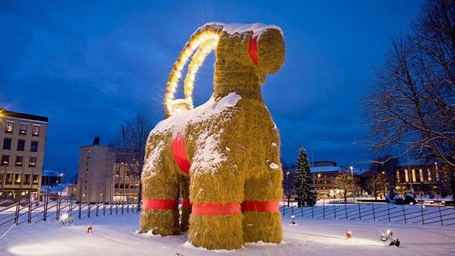 swedish-jul-yule-tradition-goat-gävlebocken-gävle-jolablot